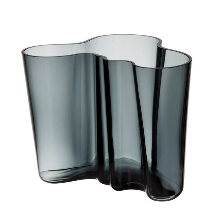 Graue kleine Iittala Alvar Aalto Vase bei der Boutique Danoise