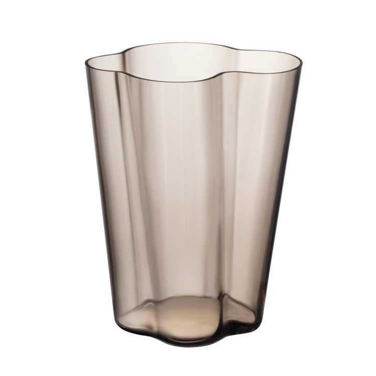Hohe braune Iittala Alvar Aalto Vase bei der Boutique Danoise