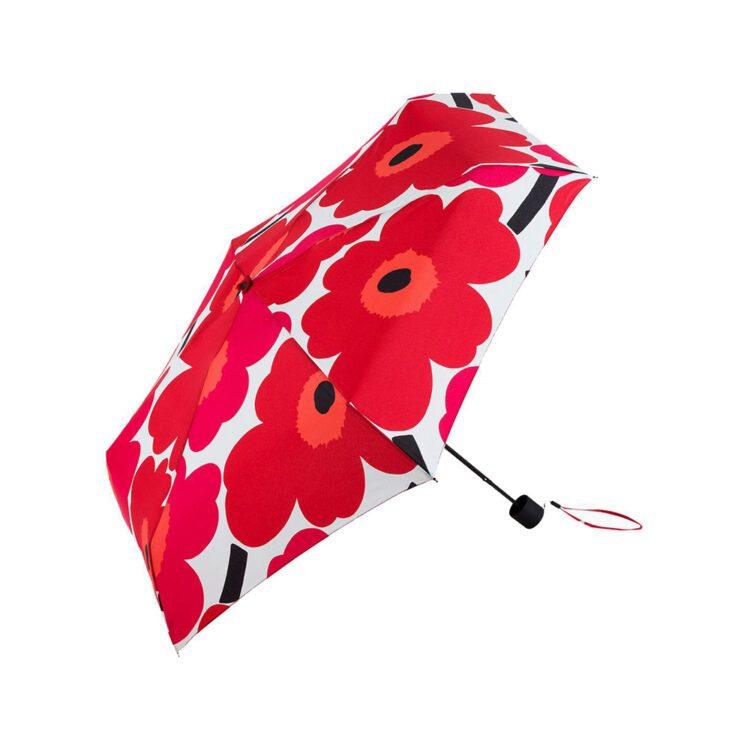Roter Marimekko Unikko Schirm bei der Boutique Danoise